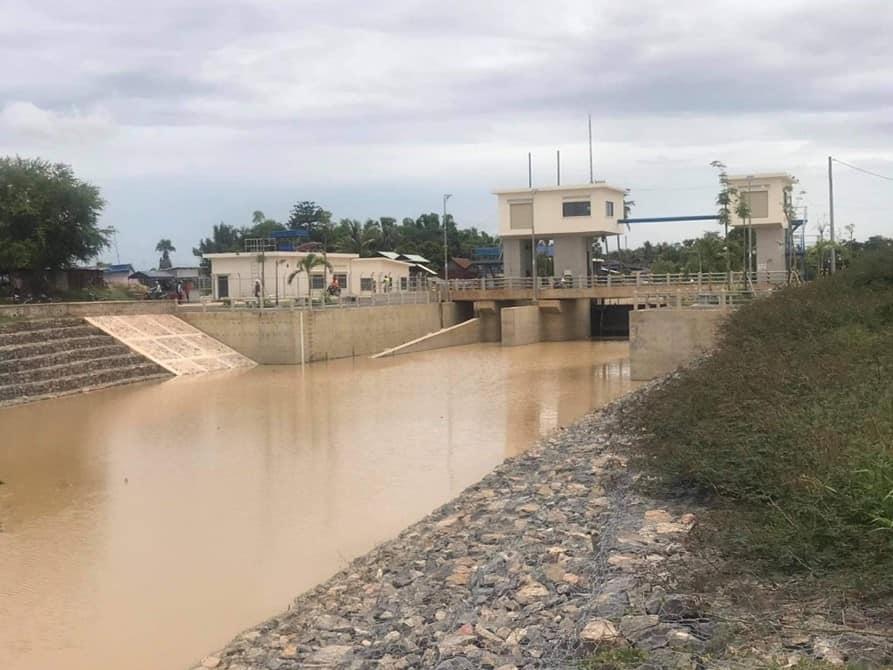 A dam blocks water in a canal
