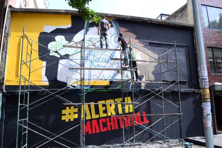 Painters paint a mural from a scaffold - #Alerta Machitroll