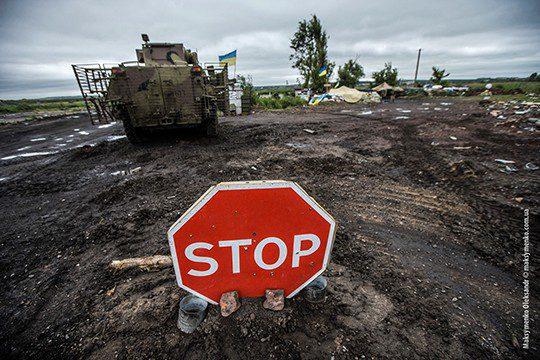 Ukraine army cuts off main road to Sloviansk