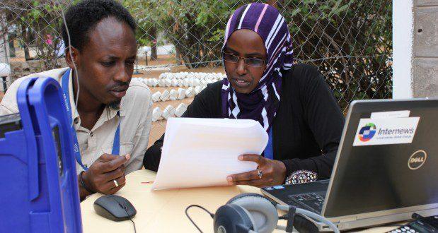 srcset=https://internews.org/wp-content/uploads/2021/03/Refugee-Journalist-Abdirashid-Mohamed-Sheik-with-Internews-Journalism-Trainer-Fatuma-Sanbur-5.jpeg