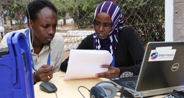 refugee journalist works with internews journalism trainer