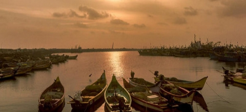 boats in the bay of bengal